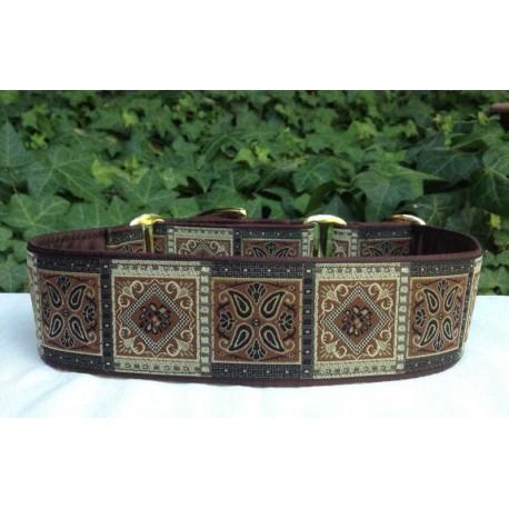 Collar martingale Borneo marrón con marrón