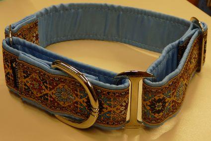 Color real del collar martingale Camelot azul de Mimopets