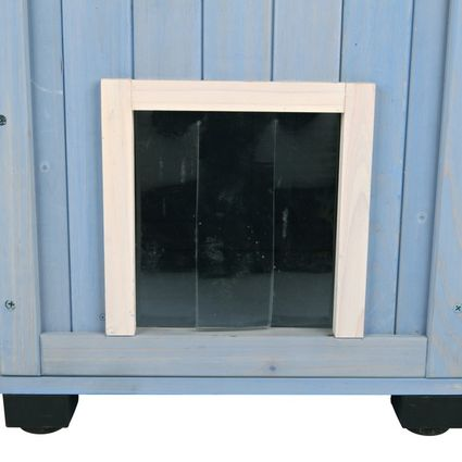 Puerta en la base de la casita para gatos