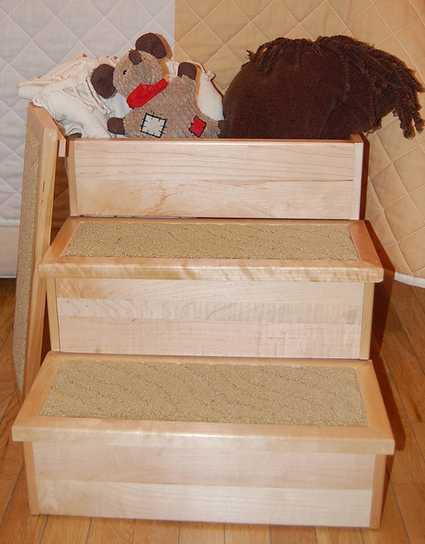 Escalera para perros y gatos PetStair con compartimentos en su interior