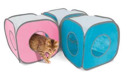 Los cubos Kitty Play Cube unidos entre si.