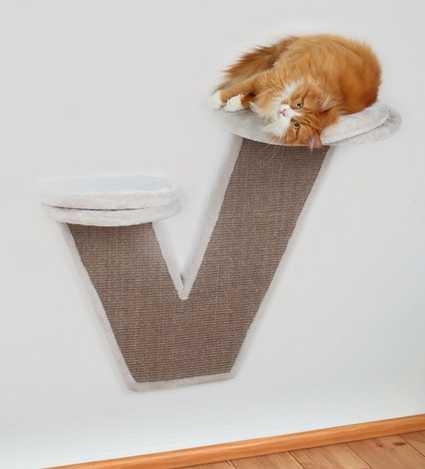 Rascador de pared con plataformas para gatos.